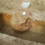 Badania archeologiczne na inwestycji drogowej - popielnica/urna z epoki brązu