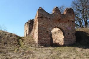 Zamek w Dankowie - ruiny bramy