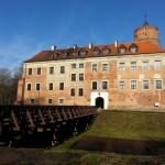 Zamek w Uniejowie - widok od strony wjazdu