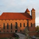 Zamek w Lidzbarku Warmińskim - widok z przedzamcza na fasadę