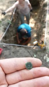 Denar jagielloński znaleziony na zamku w Krzepicach (fot. R. Herman)