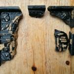 Fragmenty kafli renesansowych z zamku w Krzepicach (fot. R. Herman)