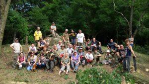wolontariusze przy ruinach pomnika Gozdowice 2017